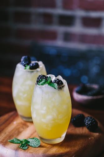 Mango-and-Blackberry-Vodka-Cooler-12908